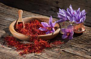 Fleurs et filaments de safran